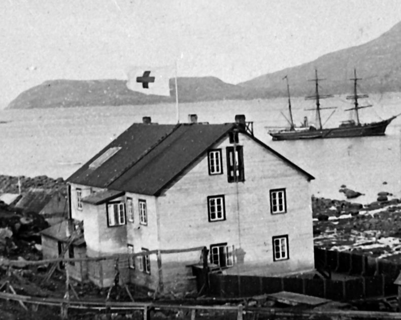 Harmony at Anchor in Okak 1905.jpg